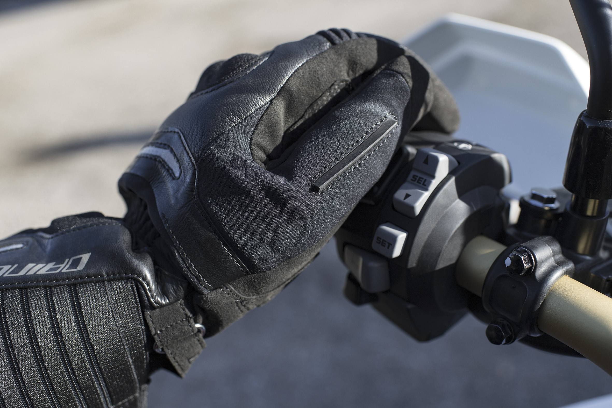 Touring__SOLARYS_GLOVES___SOLARYS_AIR_BOOTS___6
